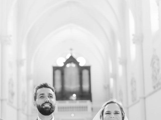 Le mariage de Wiliam et Valerie à Grignan, Drôme 44