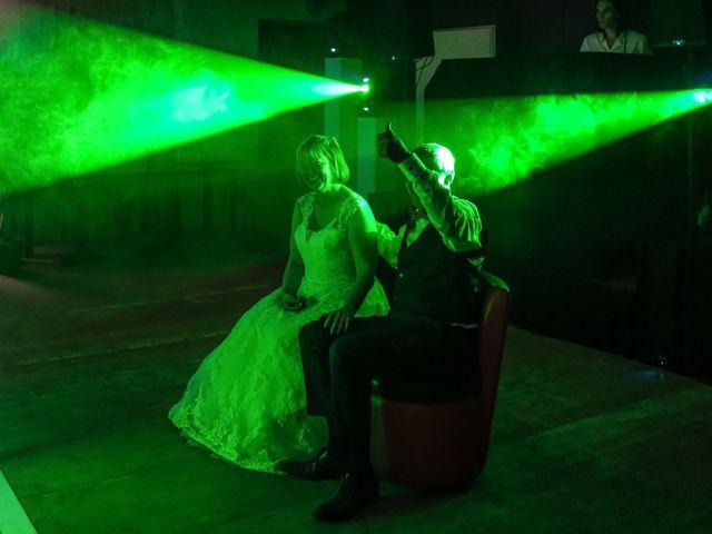 Le mariage de Rémy et Vinciane à Olivet, Loiret 99
