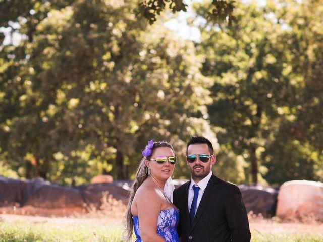 Le mariage de Cedric et Laura à La Rochefoucauld, Charente 14