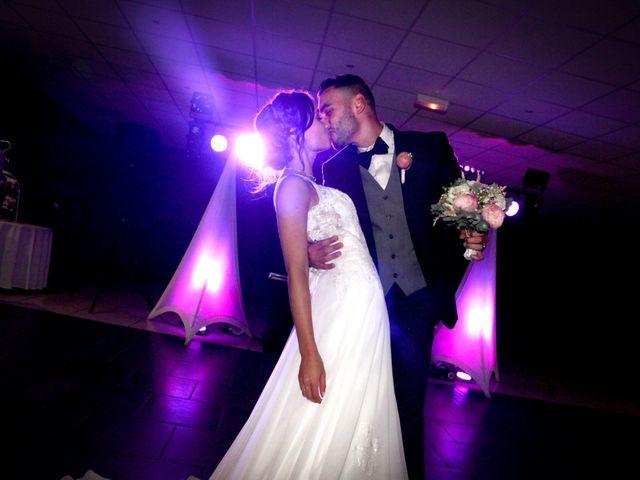 Le mariage de Simon et Sarah à Comines, Nord 26