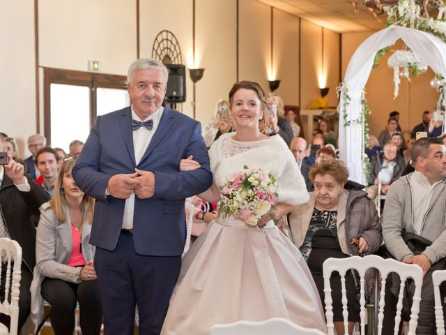 Le mariage de Thomas et Anne-Charlotte à Sandillon, Loiret 35