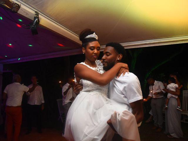 Le mariage de Loic et Aurelie à Le Diamant, Martinique 10