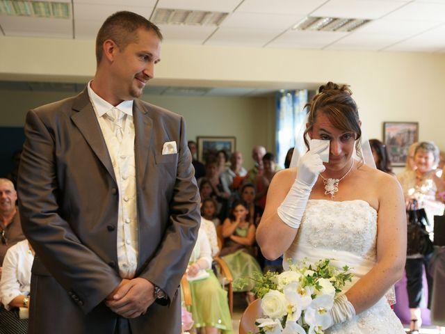 Le mariage de Tony et Severine à Porte-Joie, Eure 11