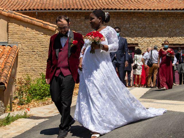 Le mariage de Yohan et Celeste à Château-Larcher, Vienne 91