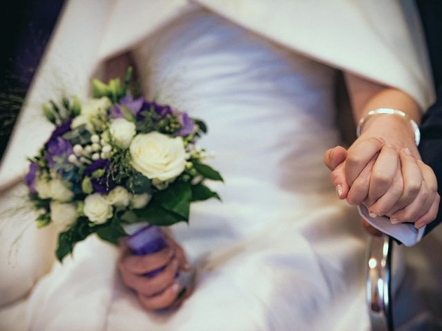 Le mariage de Jean-Sébastien et Hélène à Saint-Marcel-Bel-Accueil, Isère 31