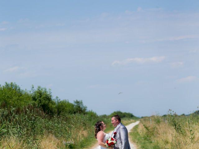 Le mariage de Christopher et Alison à Saint-Georges-des-Agoûts, Charente Maritime 2