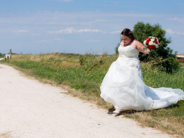 Le mariage de Christopher et Alison à Saint-Georges-des-Agoûts, Charente Maritime 21