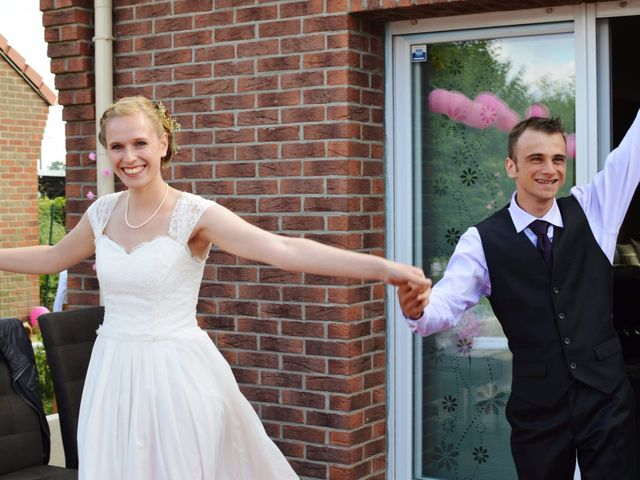 Le mariage de Arthur et Laura à Fontaine-au-Bois, Nord 35