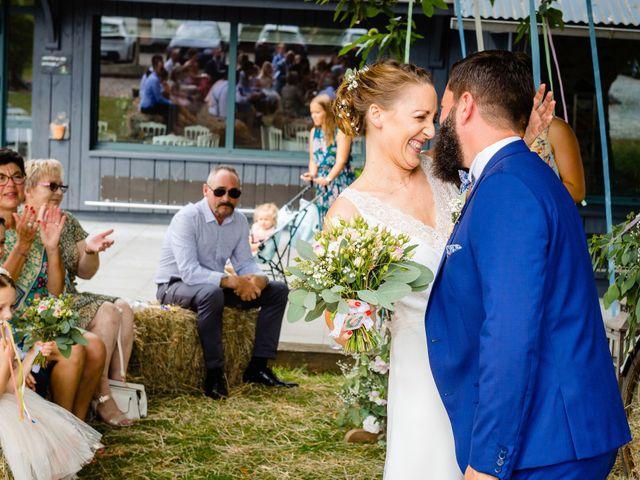 Le mariage de Pierre-Emmanuel et Sonia à Laval, Mayenne 42