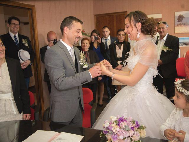 Le mariage de Romain et Caroline à Bugarach, Aude 10