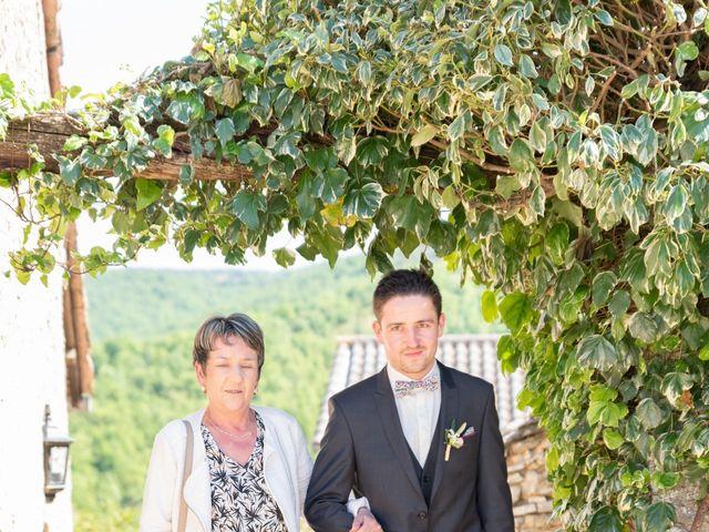 Le mariage de Bastien et Céline à Sainte-Eulalie-de-Cernon, Aveyron 9