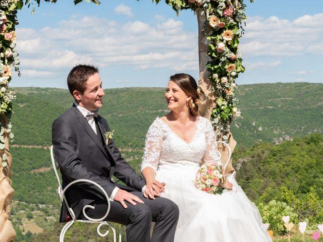 Le mariage de Bastien et Céline à Sainte-Eulalie-de-Cernon, Aveyron 12