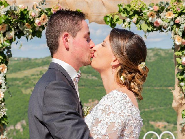 Le mariage de Bastien et Céline à Sainte-Eulalie-de-Cernon, Aveyron 15