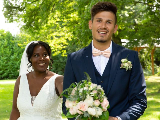 Le mariage de Romain et Naomie à Fresneaux-Montchevreuil, Oise 5