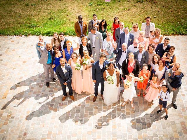 Le mariage de Romain et Naomie à Fresneaux-Montchevreuil, Oise 14