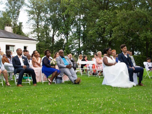 Le mariage de Romain et Naomie à Fresneaux-Montchevreuil, Oise 15