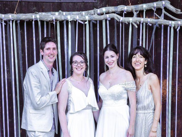 Le mariage de Caroline et Mathilde à Voissant, Isère 8