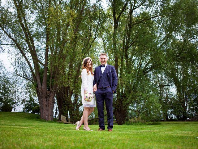 Le mariage de Valentin et Zélie à Halluin, Nord 18