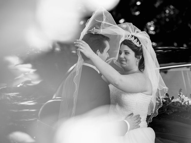 Le mariage de Kevin et Alexia à Saint-Léon-sur-l'Isle, Dordogne 11