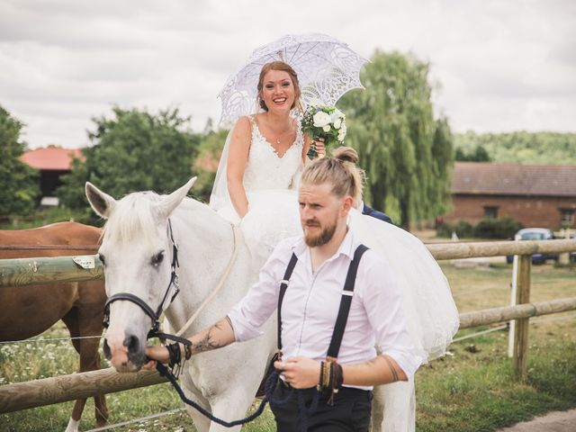 Le mariage de Florian et Cecilia à Coye-la-Forêt, Oise 1