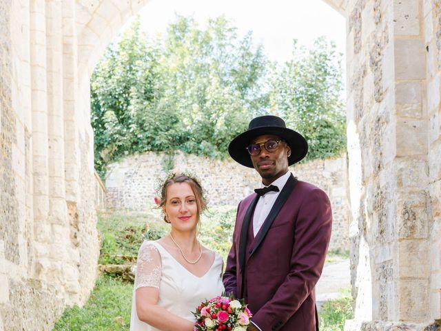 Le mariage de Léo et Elodie à Beaumont-le-Roger, Eure 1