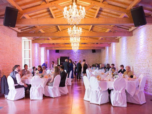 Le mariage de David et Isabel à Marans, Charente Maritime 147