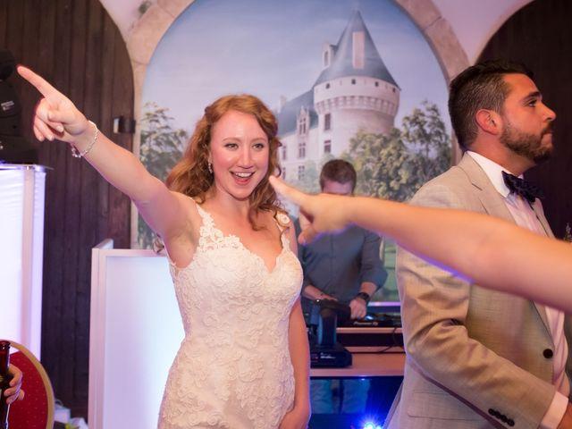 Le mariage de David et Isabel à Marans, Charente Maritime 256