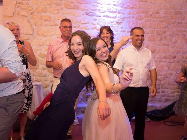 Le mariage de David et Isabel à Marans, Charente Maritime 260