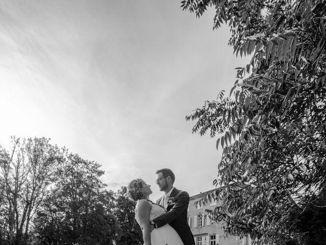 Le mariage de Romain et Cynthia à Maubec, Isère 1