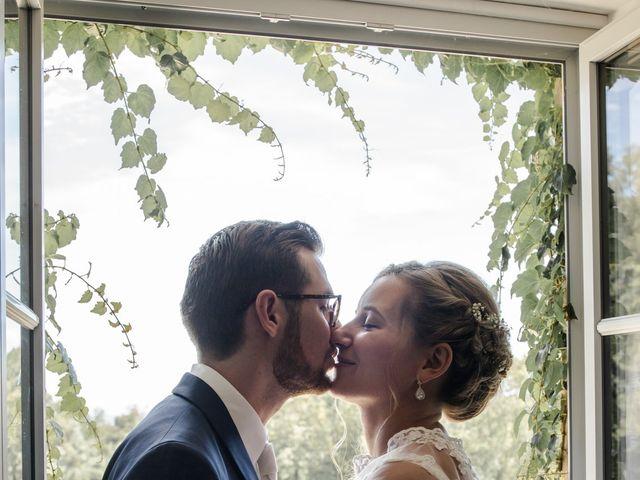 Le mariage de Romain et Cynthia à Maubec, Isère 10