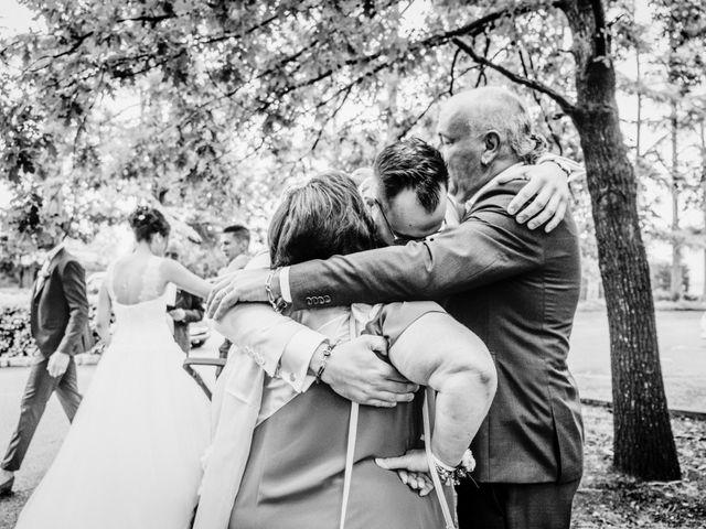 Le mariage de Yoann et Catherine à Chambles, Loire 39