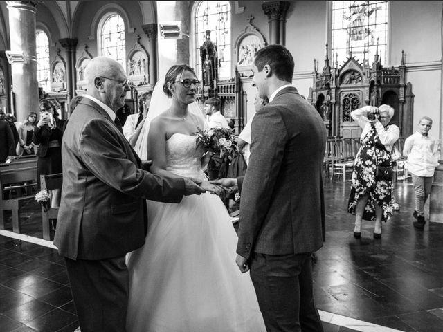 Le mariage de Romain  et Bérénice  à Roncq, Nord 6