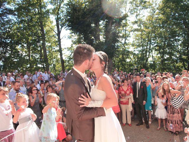 Le mariage de Arnaud et Fidelia à Chevrières, Loire 13