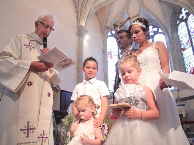 Le mariage de Arnaud et Fidelia à Chevrières, Loire 16