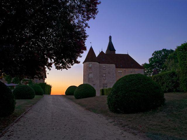 Le mariage de Adrien et Charlotte à Noyant-d'Allier, Allier 1