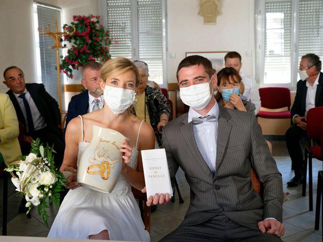Le mariage de Adrien et Charlotte à Noyant-d'Allier, Allier 15