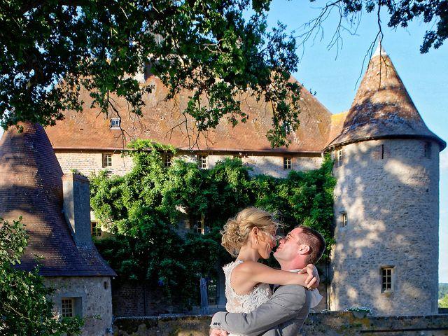 Le mariage de Adrien et Charlotte à Noyant-d'Allier, Allier 33