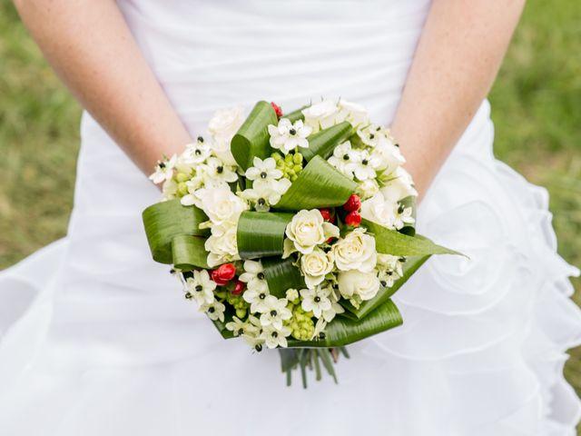 Le mariage de Benoît et Dorina à Saint-Martin-des-Noyers, Vendée 2