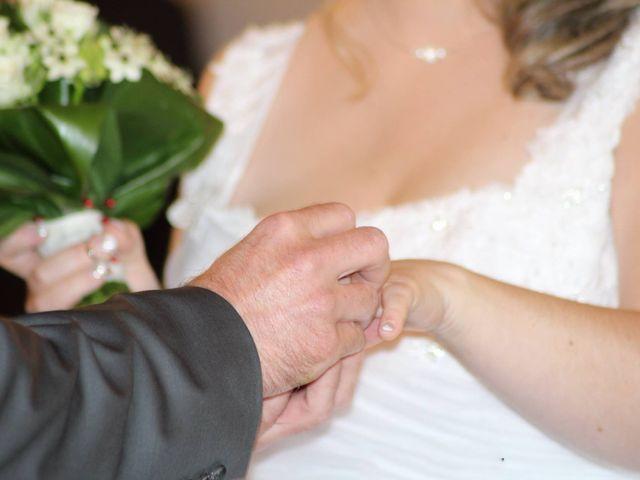 Le mariage de Benoît et Dorina à Saint-Martin-des-Noyers, Vendée 13