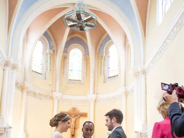 Le mariage de Adrien et Laure à Villié-Morgon, Rhône 44