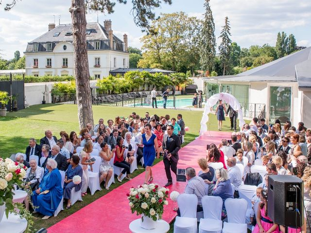Le mariage de Julien et Sara à Le Coudray-Montceaux, Essonne 34