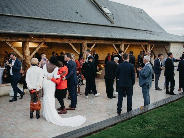 Le mariage de Pierre-Luc et Fifatin à Tour-en-Bessin, Calvados 9