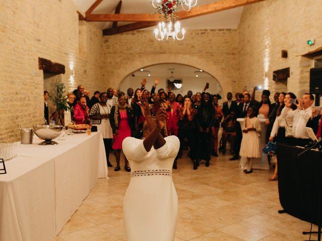 Le mariage de Pierre-Luc et Fifatin à Tour-en-Bessin, Calvados 11
