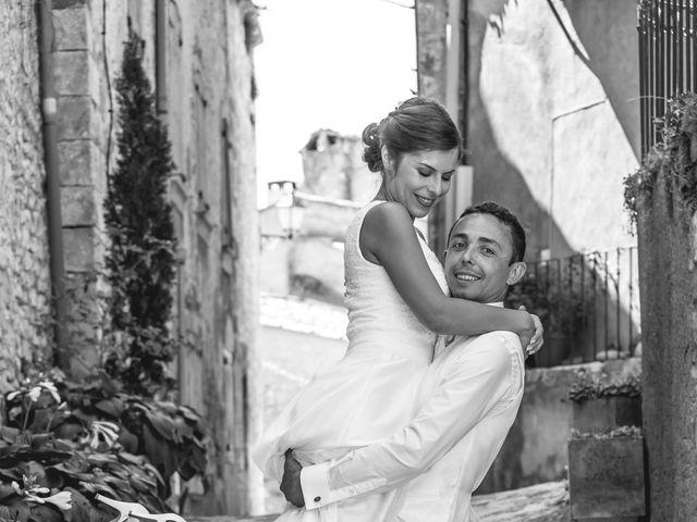 Le mariage de Julien et Christèle à Simiane-la-Rotonde, Alpes-de-Haute-Provence 1