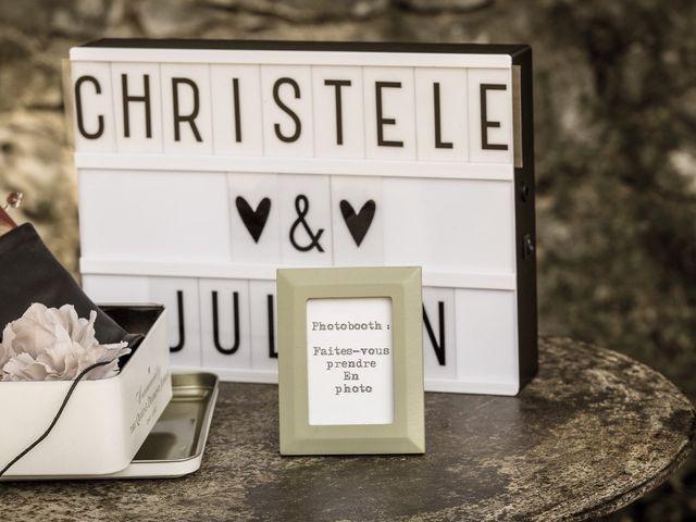 Le mariage de Julien et Christèle à Simiane-la-Rotonde, Alpes-de-Haute-Provence 35