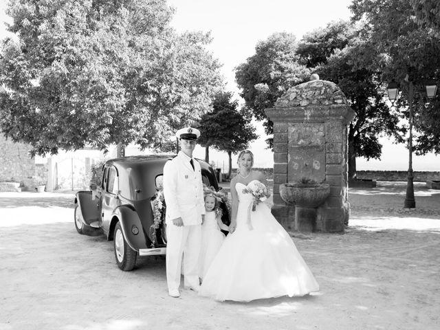 Le mariage de Jonathan et Marion à Pierrefeu-du-Var, Var 15