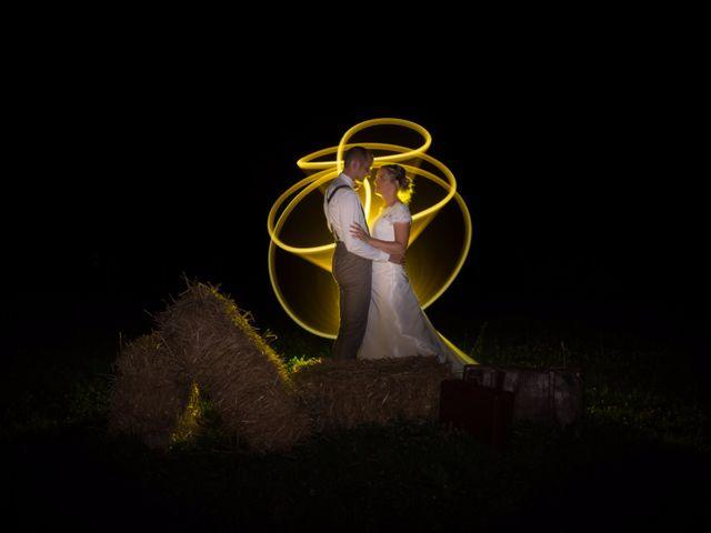 Le mariage de Ludovic et Isabelle à Abergement-la-Ronce, Jura 1