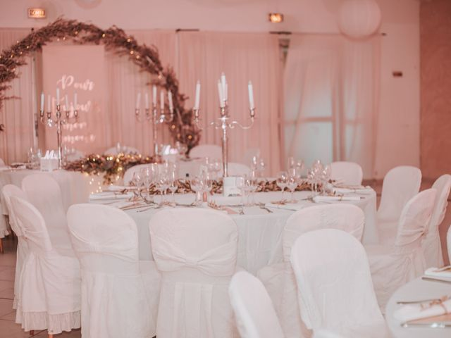 Le mariage de Dimitri et Anais à Port-Saint-Louis-du-Rhône, Bouches-du-Rhône 20