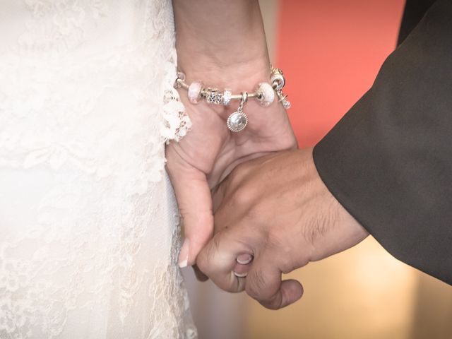 Le mariage de Bernard et Charlotte à Lauris, Vaucluse 16