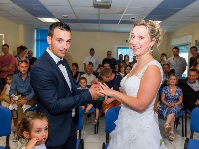 Le mariage de Julien et Adeline à Fenioux, Deux-Sèvres 36